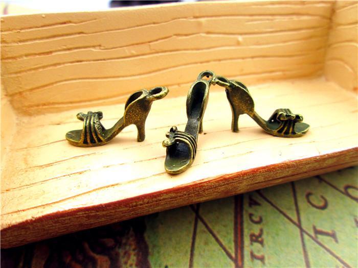 60pcs - Riesige High Heel Schuh Charms, 3D Antique Bronze Tone Stilettos Charm-Anhänger, Halskette Charme 30x26mm