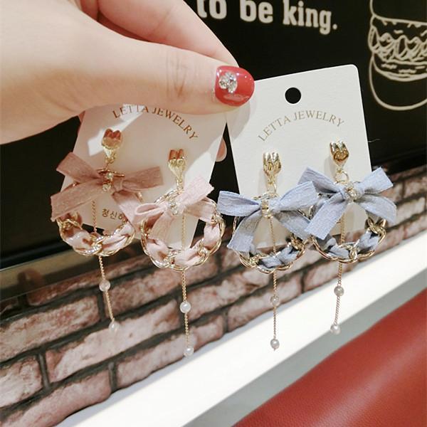 Orecchini coreano dell'orecchio della perla della primavera e dell'arco del tessuto dei gioielli dell'orecchio della primavera delle donne all'ingrosso e all'ingrosso