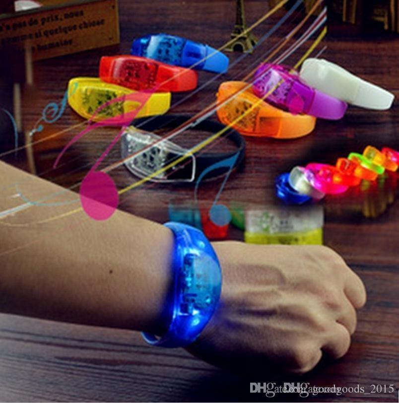 LED Flash Bracelet Glow Bangles Sonido Controlado por la Noche Luz Intermitente KTV Bar Club Brillante Prop Decoraciones para Fiestas de Navidad