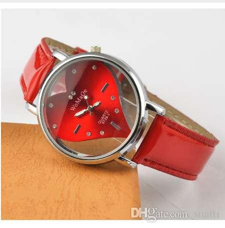 Venta caliente de las mujeres de moda reloj exquisito melocotón corazón diseño relojes Casual cuero cuarzo reloj de pulsera rojo blanco negro femenino Relojes