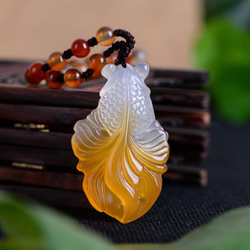 Натуральный халцедон золотая рыбка нефрита ожерелье кулон ручной резьбой счастливчики благословение ожерелье мужчин и женщин точные ювелирные изделия