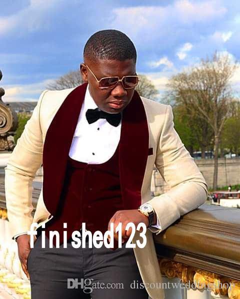 Popolare Design Smoking dello sposo One Button Beige Scial risvolto Groomsmen Best Man Suit Wedding Mens Suit (Giacca + Pantaloni + Vest + Tie) J503
