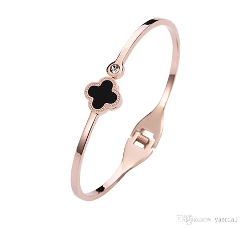 2018new Japan and South Korea Clover Necklace Female Clavicle Titanium Steel 14K Rose Gold Girlfriends Birthday Gift Sen Simple Pendant
