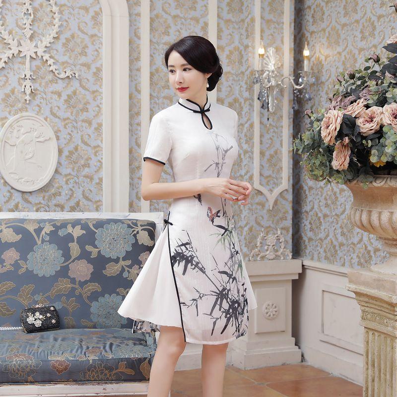 Nouvel été sexy Satin blanc chinois National QiPao Vietnam Ao Dai Dress Robe courte imprimée à manches courtes Lady S-2XL AD4-A
