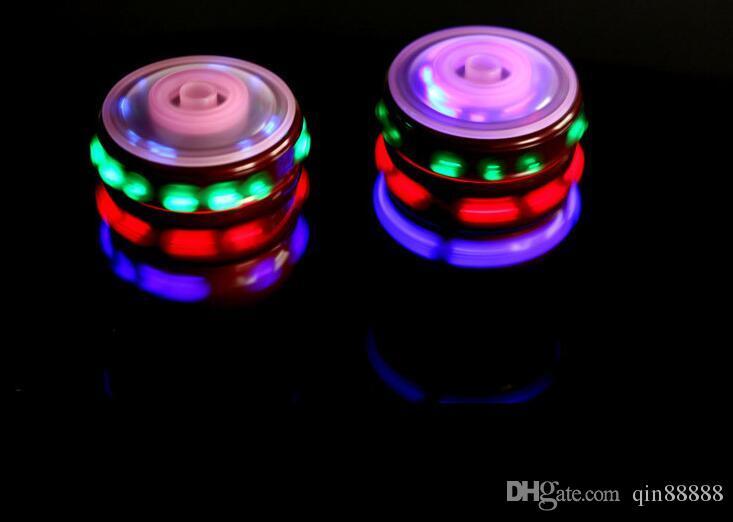 Nuovo Flash Giroscopio Giroscopio Luci colorate Peg-Top Manuale LED Beyblade Musica Top giocattoli di filatura gratis per bambini