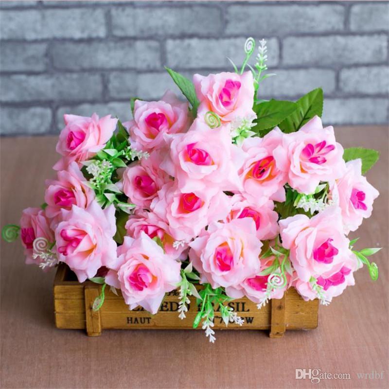 Faux bouquet de roses (7 tiges / pièce) Roses de simulation avec accessoires en plastique pour la maison de mariage