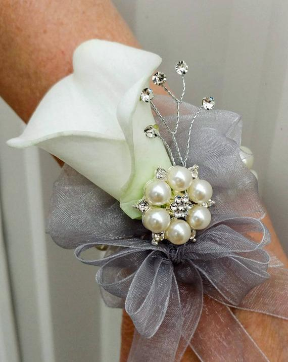 Wrist corsage - White calla lily wrist corsage Wedding corsages White Wedding Bouquets Accessories bridesmaid waist flowers