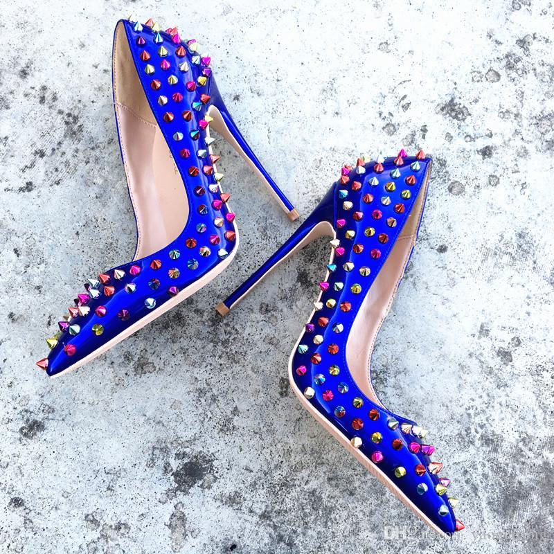 Europa y América moda sexy cuero azul piel color remache solo zapato y punta fina zapatos de tacón personalizados 33-45