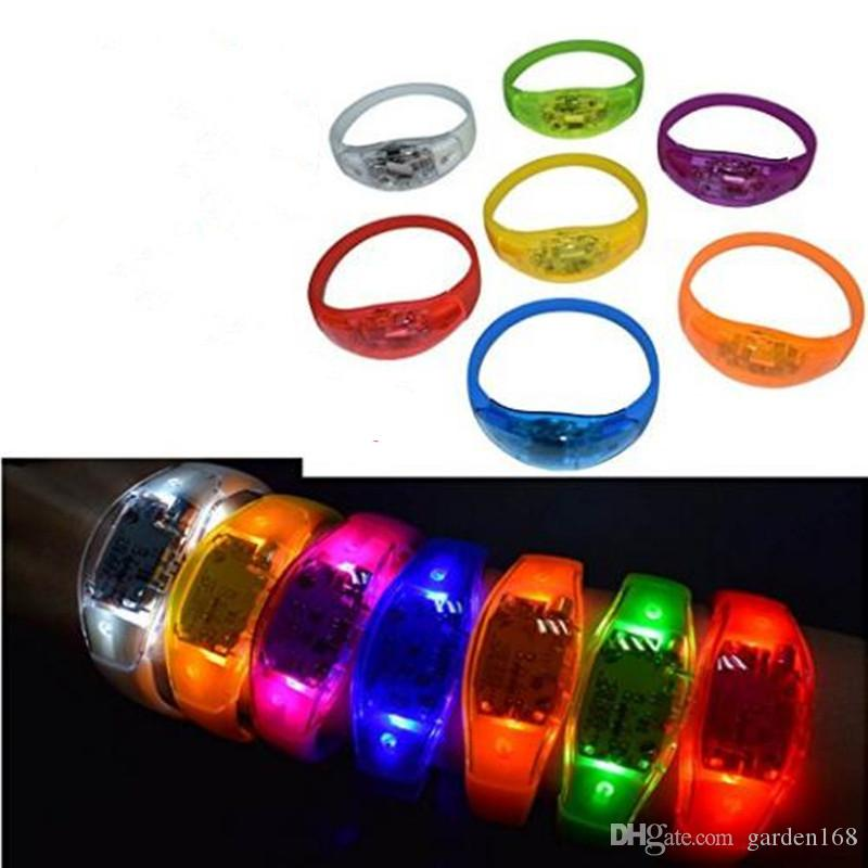 Music Activated Sound Control Led Lampeggiante Braccialetto Light Up Bangle Wristband Club Party Bar Cheer Anello luminoso a mano Glow Stick Night