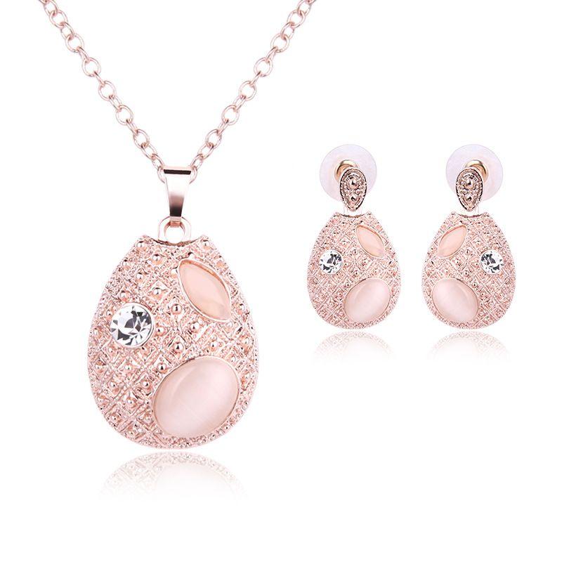 Joyas de jade rosa Conjunto de collar chapado en oro Diamante de moda Boda Conjuntos de bisutería Conjuntos Joyas de rubíes (Collar + Pendientes)