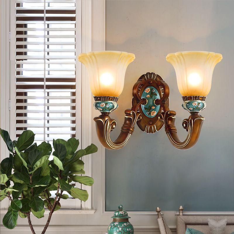 Lámparas de pared de estilo europeo Dormitorio Pasillo Lámpara de noche Lámpara de pared Jane Retro Fondo de la sala de estar American luces de pared dobles