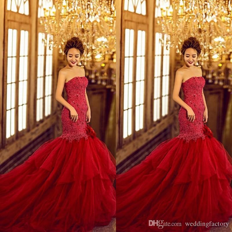 Strapless Mermaid 웨딩 드레스 빨간색 다채로운 트럼펫 웨딩 드레스 비즈 크리스탈 레이스 Appliqued 탑 퍼프 Tulle 신부 가운 법원 기차