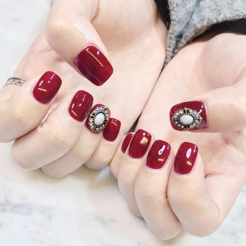Hermoso color rojo vino puro con decoración de piedras preciosas 3D uñas falsas novia consejos de uñas completos 24pcs francés uñas falsas lindo dama