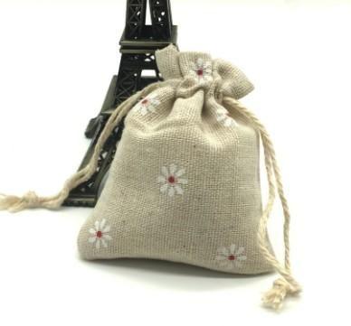 Daisy Jute Sacs À Cordon, Linge 8x9.5cm Sac Cadeau Emballage Stockage Linge Bijoux Pochettes Sacs pour Noël Fête De Mariage Douche Anniversaire