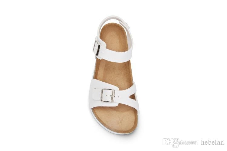 Primera marca con sandalias planas del talón con la playa de la hebilla para los hombres de las mujeres al por mayor de verano zapatos casuales de alta calidad zapatillas de cuero genuino