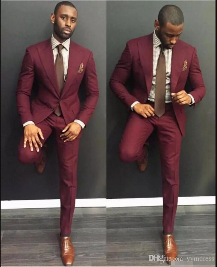 Con clase para hombre de la boda de Borgoña Trajes Slim Fit novio esmoquin para los hombres dos pedazos de los padrinos de chaquetas formales de negocios baratos con corbata
