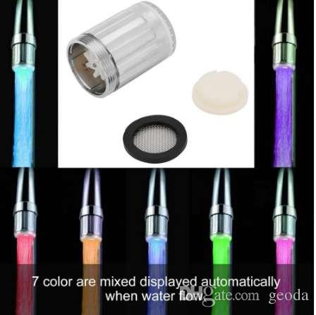 1 pc Faucet Da Água Luz LED 7 Cores Mudando Glow Shower Stream Torneira universal adaptador externo Esquerda parafuso Brilho Cozinha Banheiro