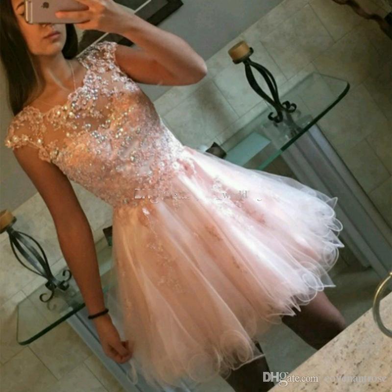 2018 Encantador claro Rosa Corta Vestidos de Homecoming Apliques CRISTAL COLEGADO TULLE TUL CORTE VESTIDOS PRESTOS Vestidos de fiesta con cremallera para arriba