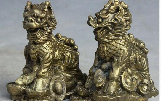 Chinesischer Volkspalast aus Messing Guard Dragon Kylin Qi Lin Wealth Money Statue Pair