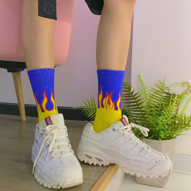 Chamas de Algodão Padrão de Fogo Chama Colorido dos homens novos Harajuku Lenha Skate Hip Hop Moda Cool Unisex Tripulação Meias