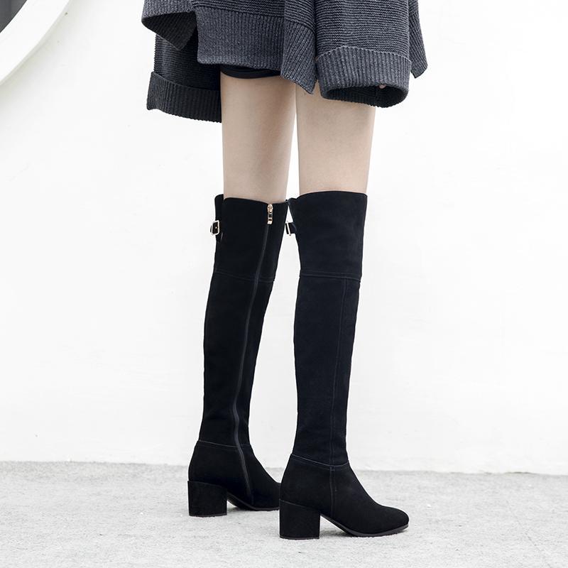 Compre Botas Negras De Las Mujeres De La Moda Puntiagudo Botas De Las Señoras Cremallera Vaca Gamuza Damas Tacón Cuadrado Cuero Sobre La Rodilla A