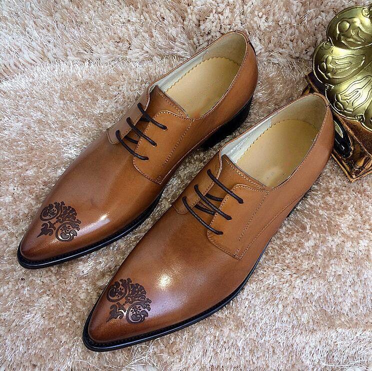 Geschnitzte Brogue Schuhe Männer schnüren sich oben echtes Leder spitzen Zehen rote Hochzeitsschuhe Partei Smart Casual Höhe zunehmende Schuhe