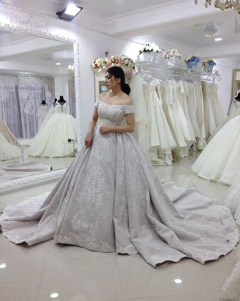 Dubaj Koronki Suknie ślubne z aplikacjami Off Ramię Krótkie Rękawy Kaplica Zdzieć Suknie ślubne Wedding Line Wedding