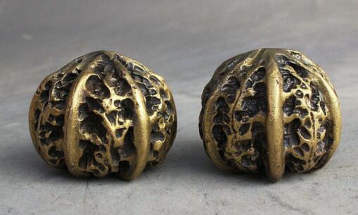 Folk China Collect Bronze Carve Play Hand Bead handball walnut Lucky Statue Pair