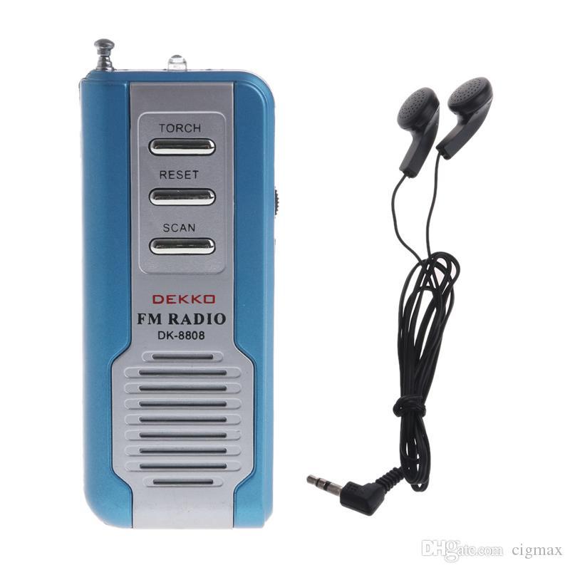 OOTDTY Mini tragbarer Auto Scan FM Radio Empfänger Clip mit Taschenlampe Kopfhörer DK-8808