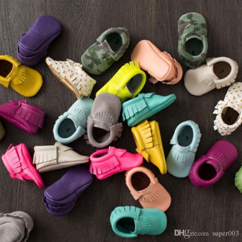 2018 glands 20 couleurs en cuir PU bébé chaussures bébé mocassins nouveau-né chaussures doux nourrissons berceaux chaussures baskets premier marcheur
