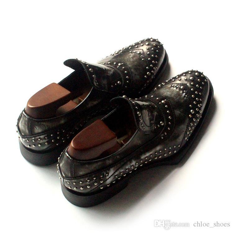 Rebites pretos Handmade Oxfords de vaca de couro vestido de casamento sapatos homens T Fase formal negócio apartamentos
