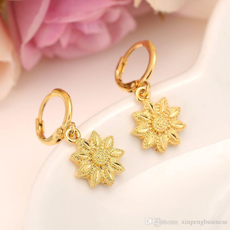 Boucles d'oreilles fleur en or jaune massif 24 K avec boucle d'oreille femme / fille, bijoux tendance pour cadeau africain / arabe / moyen-oriental