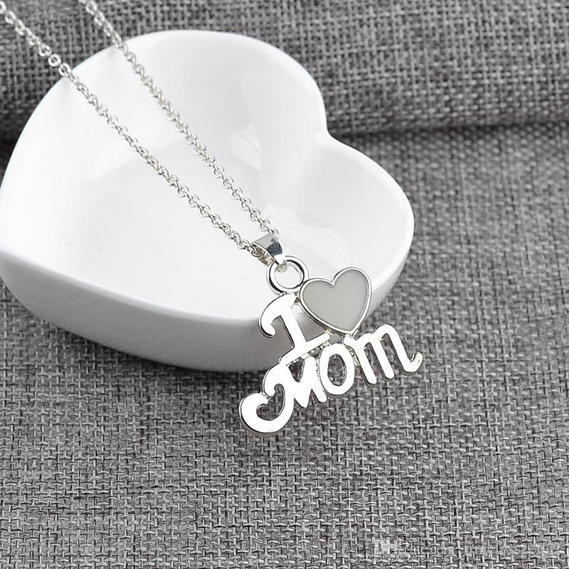 """Luminous Pendant Necklace """"I Love Mom"""" With Heart Clavicular Chain 2 Color Mom Birthday Mother's Day Nice Gift Free Ship"""