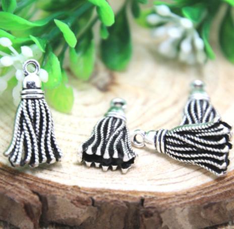 4 pcs Tibet silver Tassel Bag Charms 20x12mm DIY Jewellery Making crafts