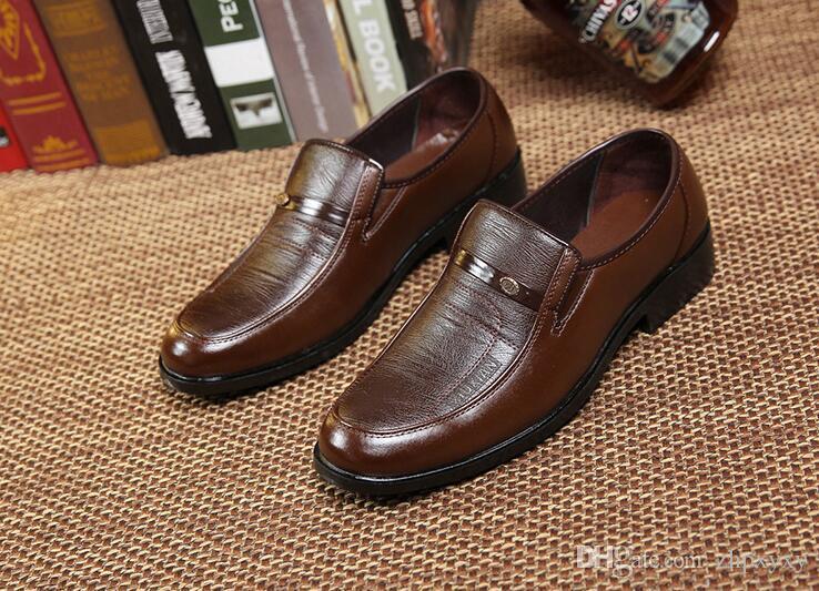 Neueste Frühling und Herbst Saison Herrenmode Freizeitschuhe Schuhe rutschfeste im mittleren Alter Vater Schuhe Low-Heels kostenloser Versand