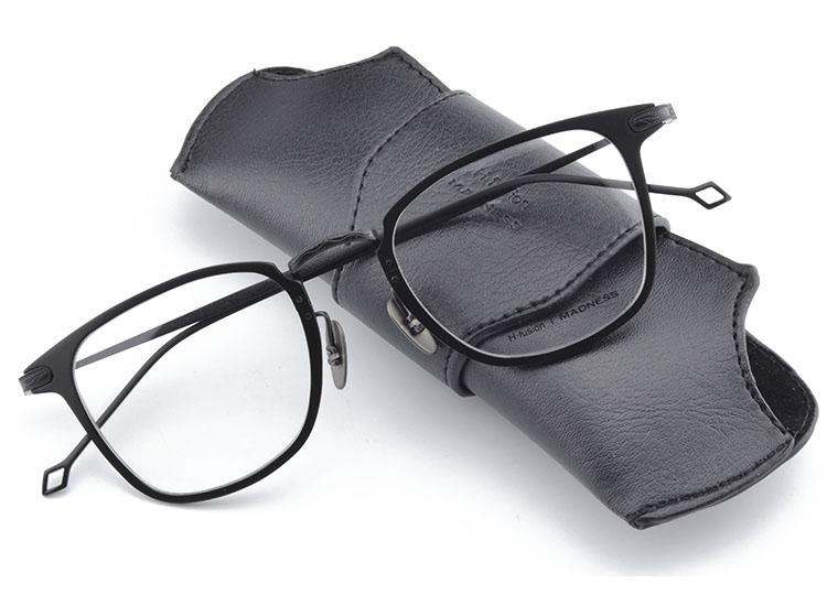 2018 Designer Men Square 100% puro Titanio Gafas de montura muy ligeras Gafas Transparentes Miopía óptica Lectura Gafas Gafas de grau