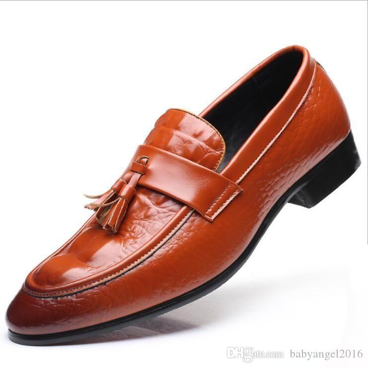 Arbeiten Sie neue Gezeiten-Schwarz-Mann-Boots-Schuh-Krokodil-Muster-Geschäfts-Freizeit-Leder-Schuh-Troddel-Mode-Vorwärts um