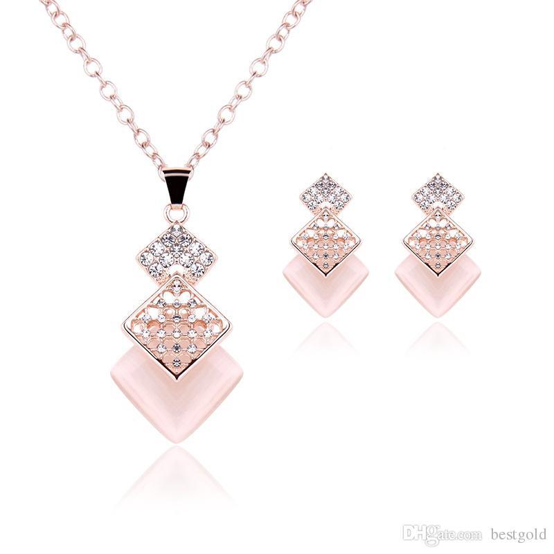 Joyas rosadas Chapado en oro Conjunto de collar Cuadrado de la moda Diamante Boda Trajes nupciales Conjuntos de joyas Fiesta Ruby Jewelrys (Collar + Pendientes)