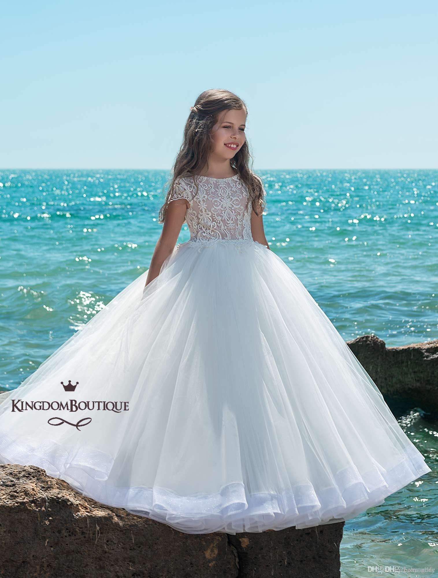 Katmanlı Plaj Çiçek Kız Elbise A Hattı Jewel Cap Sleeve Sweep Tren Kızlar Pageant elbise Ile Dantel Aplike Boncuk Düğün Için parti