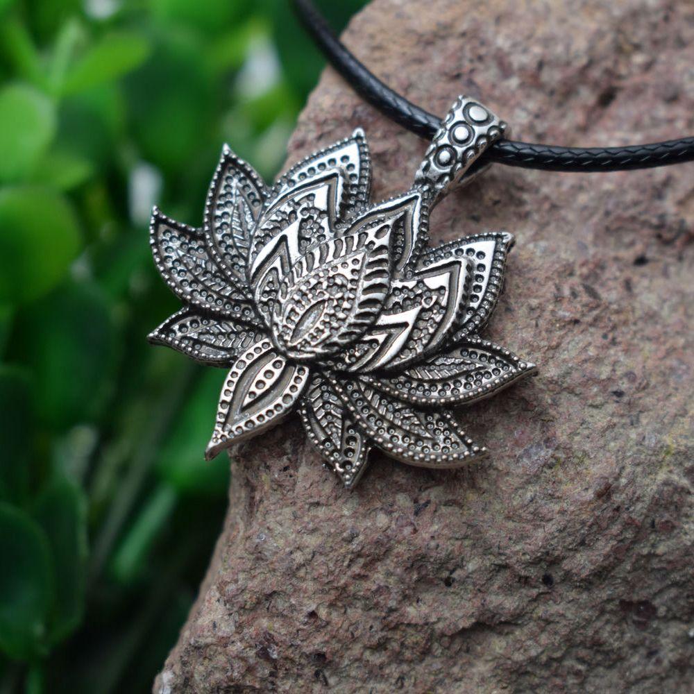 vendita all'ingrosso 12 pezzi vintage fascino mandala fiore di loto pendente collana donne fascino amuleto religioso loto fiore gioielli donna