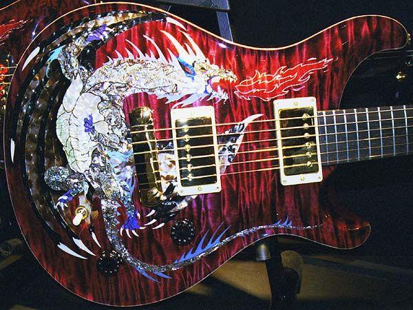 Rare 1999 Paul Reed Dragon 2000 # 30 Chitarra elettrica in acero rosso fiamma senza tastiera Inlay, doppio bloccaggio Tremolo, rilegatura in legno