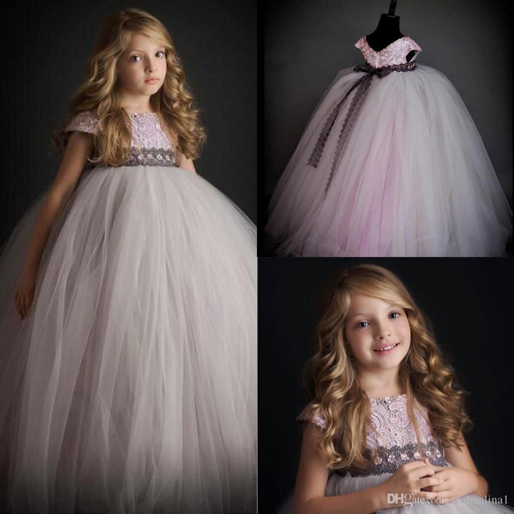 Lace Gray Flower Girls Wedding Dresses Short Sleeve Tulle Floor Length Jewel Neck Back Bow Girls Dresses For Weddings Ball Gown