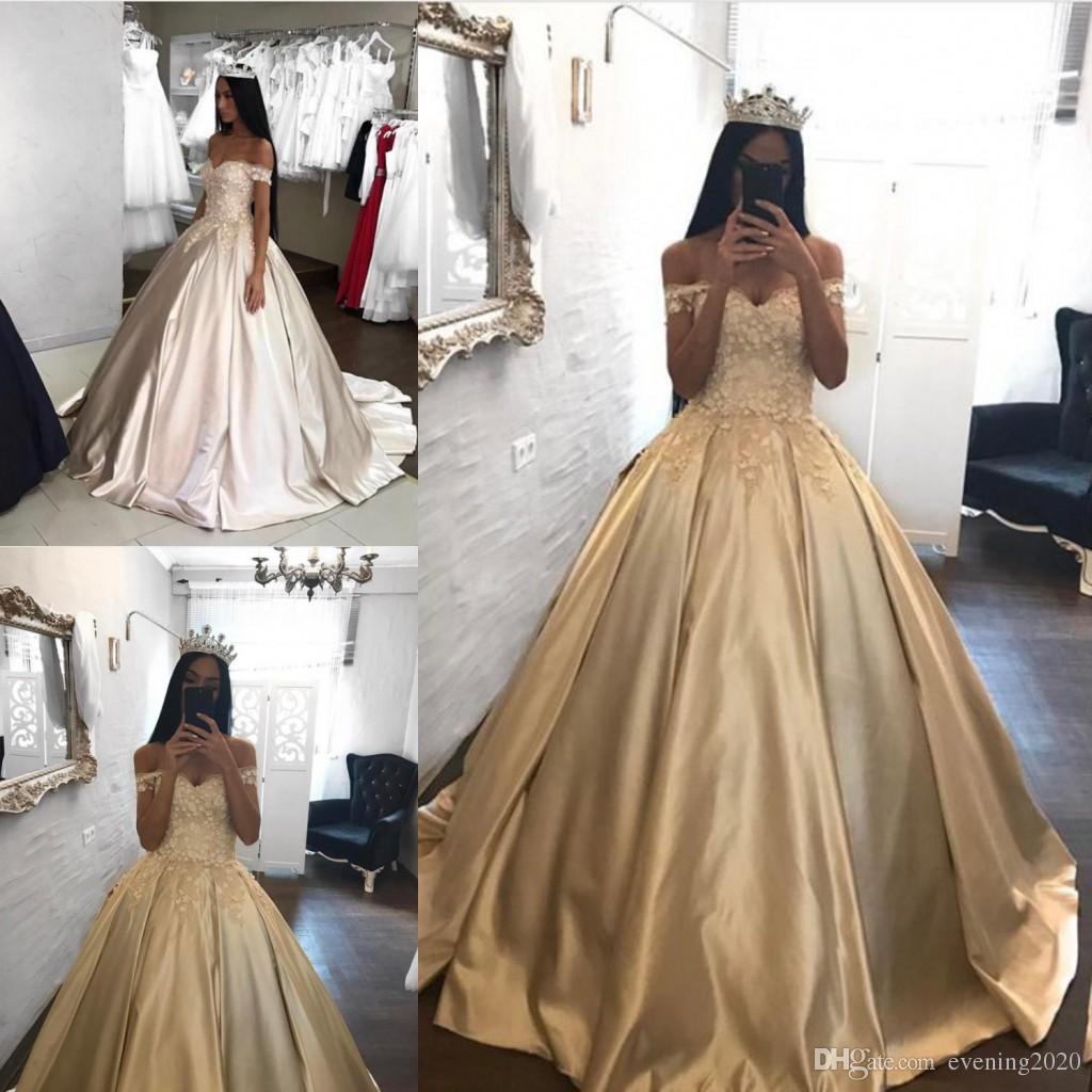 Großhandel Elegante Champagne Satin Ballkleid Quinceanera Kleider  Schulterfrei Sweep Zug Brautkleider Fashion Prom Kleider Von Evening20,  20,20 €