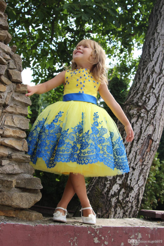 New Flower Girls Dresses Blue Lace Yellow Pageant Gowns per bambina al ginocchio con fiocco e lacci dietro