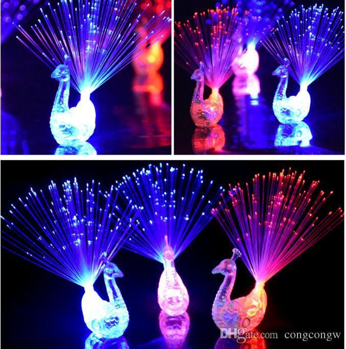 Yaratıcı Tavuskuşu LED Parmak Yüzük Işıklar Kirişler Parti Gece Kulübü Renk Yüzükler Optik Fiber Lamba Çocuklar Cadılar Bayramı Parti Malzemeleri Tavuskuşu # KG01
