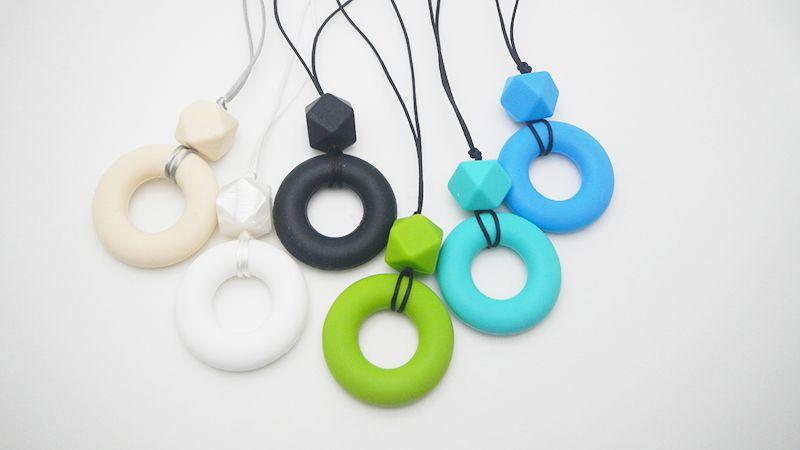 Silikon kauen Halskette Donut Anhänger Kinderkrankheiten Halskette Baby Beißringe geometrische Perlen Lebensmittelqualität Silikon Pflege Halskette für Mama