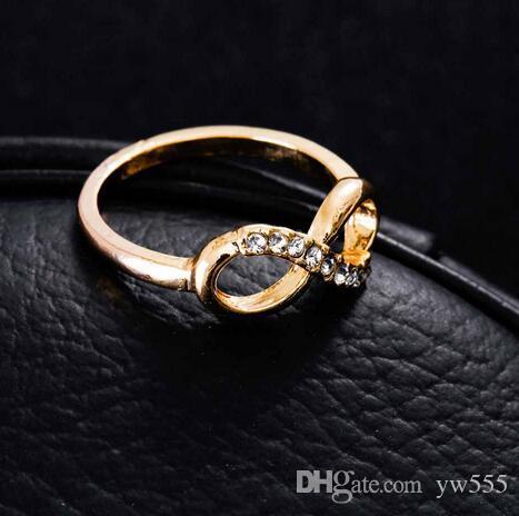 La moda vierte 8 palabras de aleación con anillo de todo el fósforo simple anillo de joyería de lujo temperamento femenino