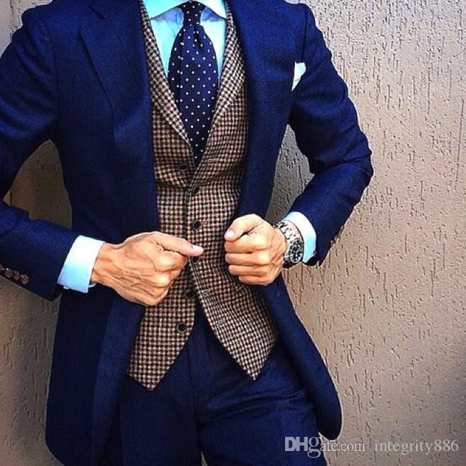 Brand New Navy Blue Men 3 Piece Costume De Mariage Tuxedos Excellent Gux Tuxedos De Mariage Encoche Revers Deux Bouton Hommes Blazer (Veste + Pantalon + Cravate + Gilet) 580