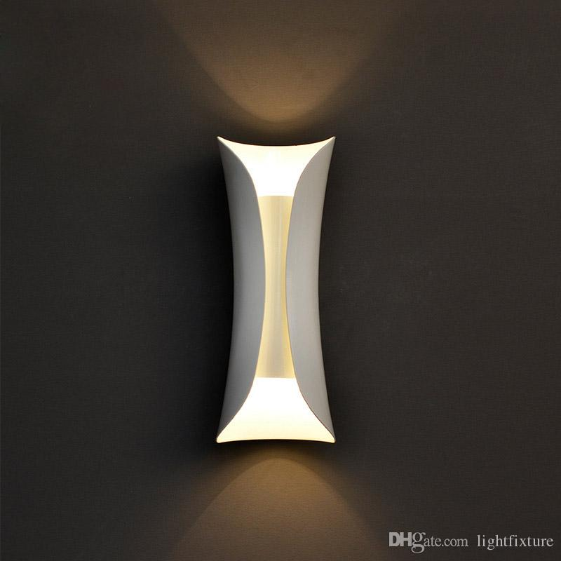 Modern Simple Small Waist Shape Wall Lamps Iron Wall Light Black White Study Aisle Balcony Lamp Creative Living Room Wall Sconce