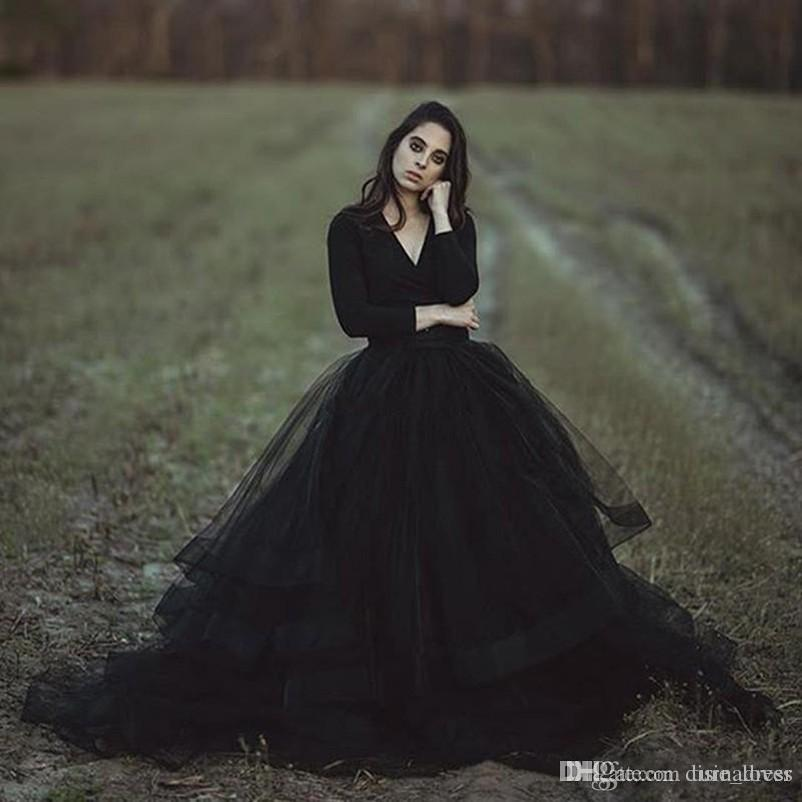 2018 Cheap Modest Black Country Wedding Dresses Ball Gown V Neck Long Sleeve Puffy Tutu Simple Gothic Bridal Garden Outdoor Wedding Gowns